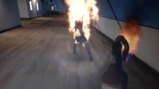 Hỏa thiêu hot girl váy xanh bóng bó sát :))